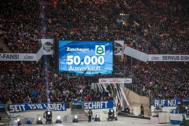 ServusTV_DEL+Winter+Game_2013_50.000+Zuschauer+im+ausverkauften+Stadion+Nürnberg